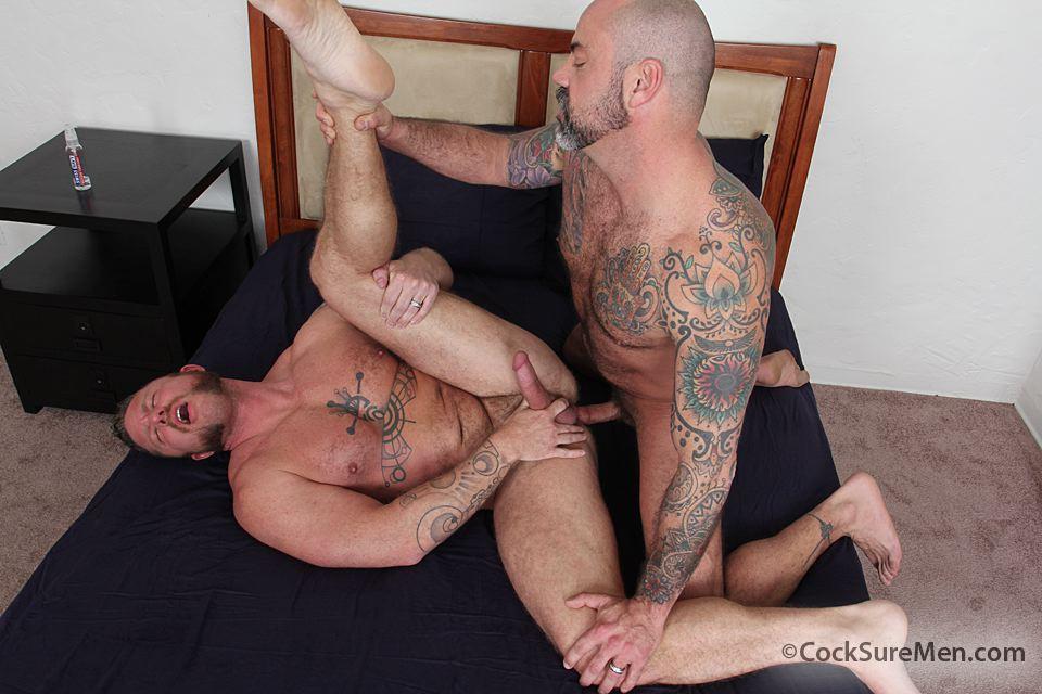 Hot men flexing