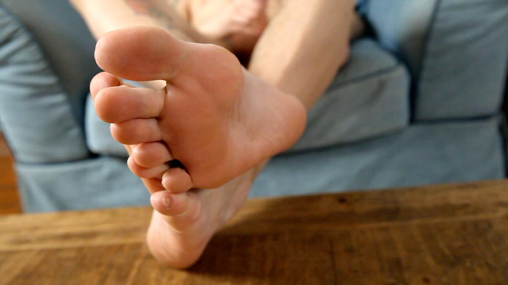 cute twink max dawson shows his feet gay tube videos