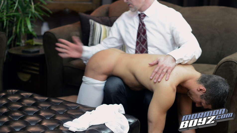 Usa college boy getting his big dick sucked - 1 1