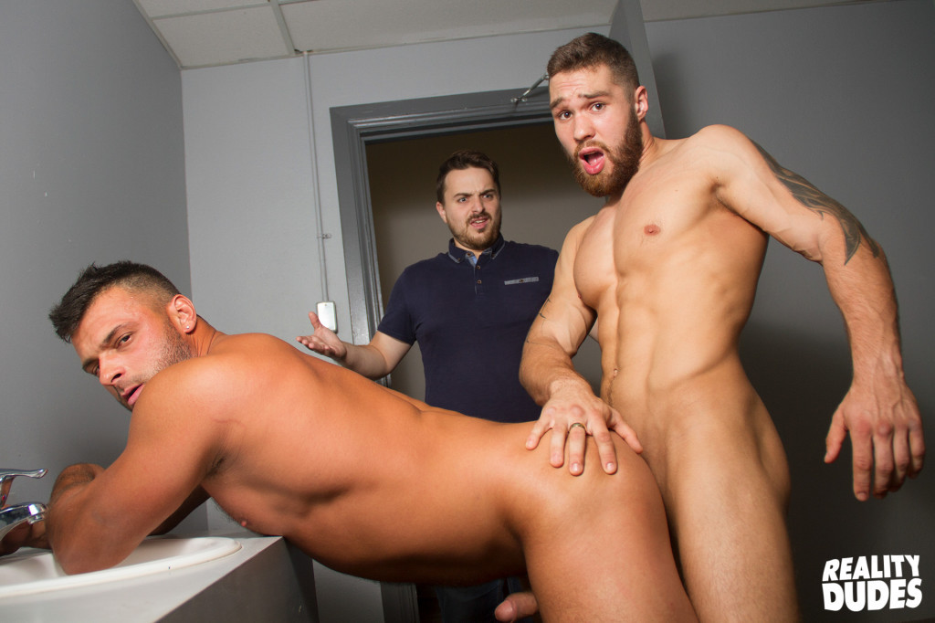 Gay Sex In Public Restroom With Stud Using Gloryhole To -5469