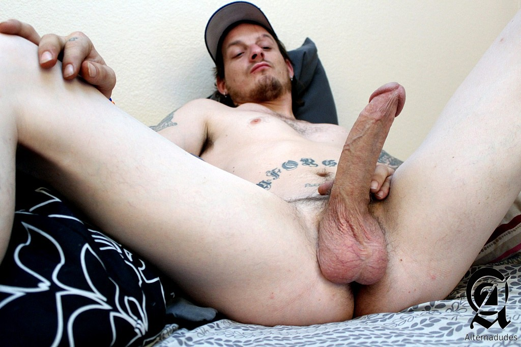 inked guy in baseball cap jacking off gaydemon