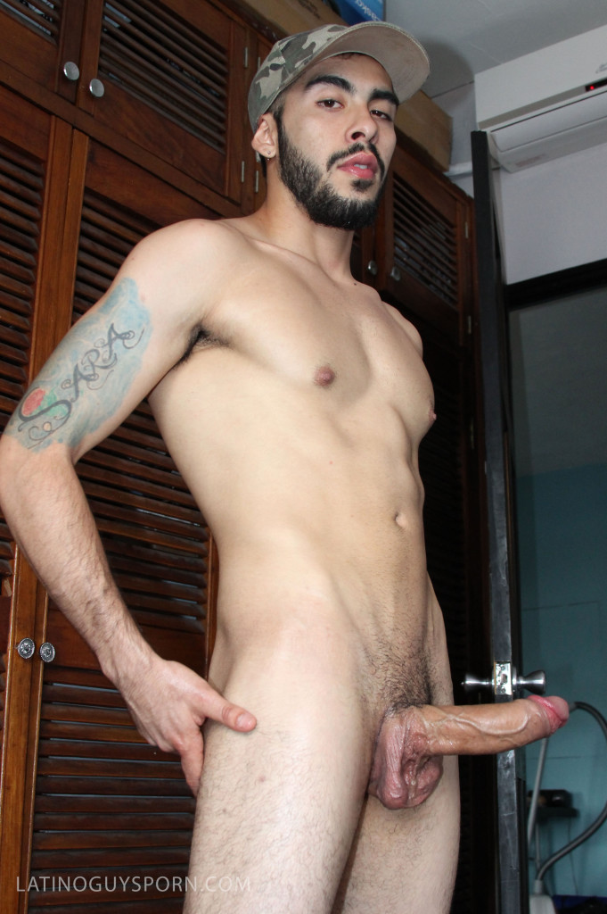 Bearded Hung Guy Vicente At Latino Guys Porn - Gaydemon-7546