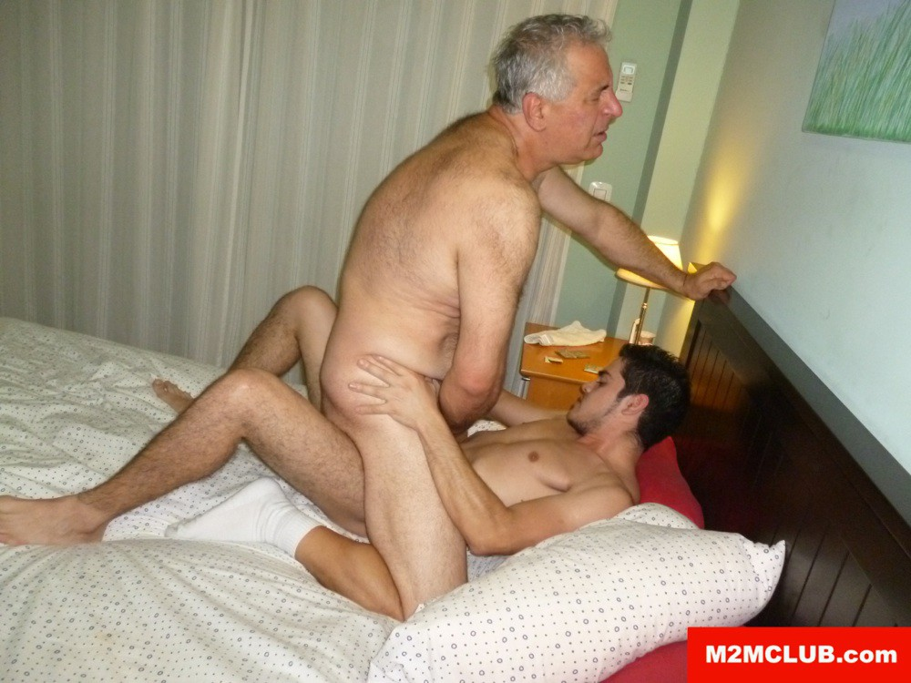 Daddy gets an asian twink handjob