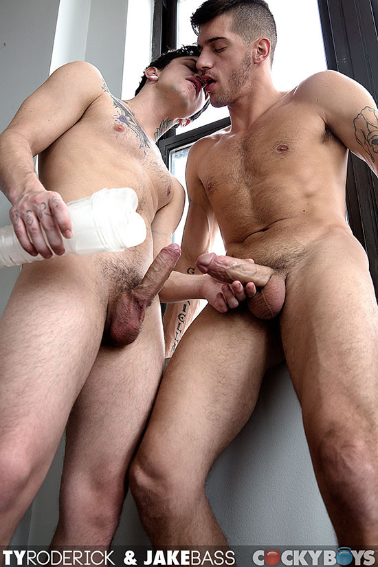 Horny twink gives facial