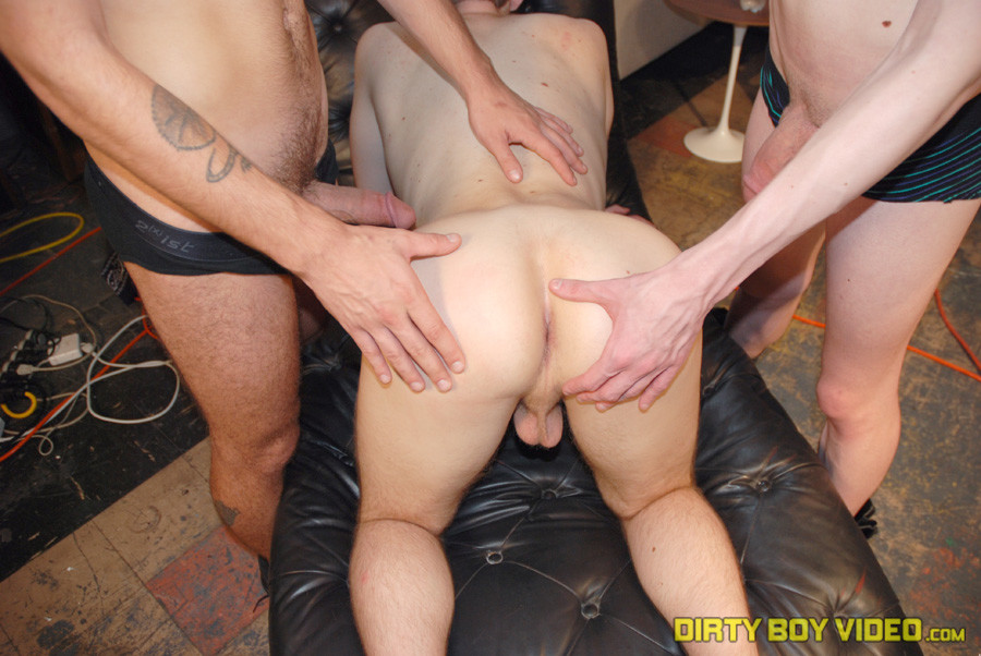 Warehouse Twink Threesome Fucking - Gaydemon-2725