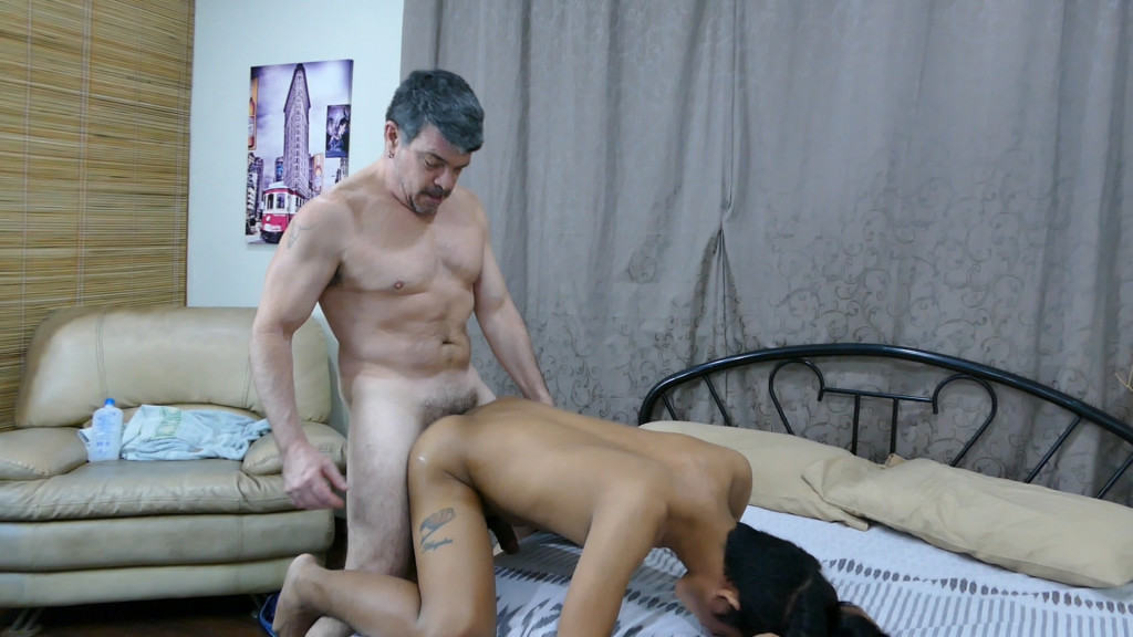 Amateurs freddy and mike sucking cock 8