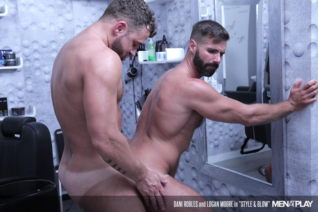 Free gay men at play
