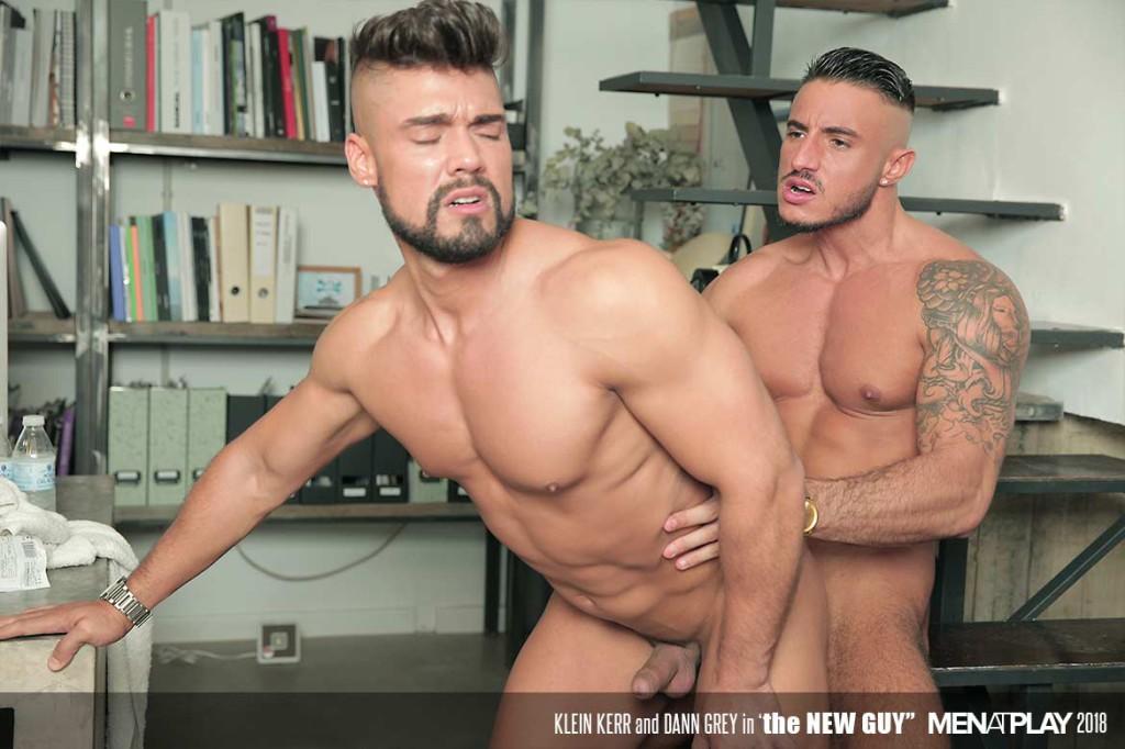 gay πορνό menatplay Ebony λεσβίες τρίβοντας μουνιά