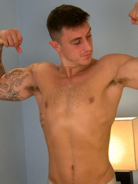 Video: muscle stud max beating off at english lads