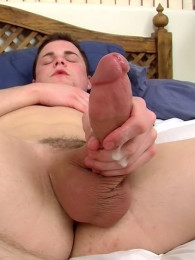 Video: Dustin Fitch masturbates in bare feet