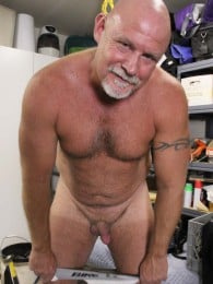 Video: rough and ready daddy trent riley