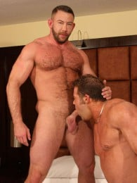 Video: beefy hunk shay michaels gets pounded