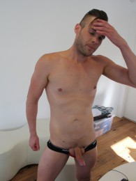 Video: Cooper Leigh stroking at amateurs do it