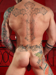 Video: Lots of muscular tatted men