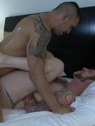 Video: tatted barebackers flip flop fuck