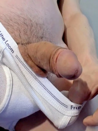 Video: Fit hottie Brian at piss twinks