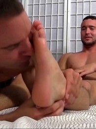 Video: COLT RIVERS AT MY FRIENDS' FEET