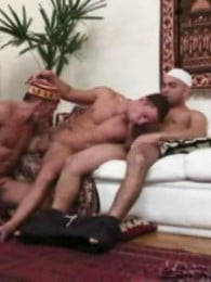 Video: arab men in cock-sucking threeway