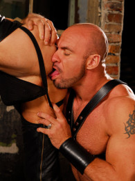 Video: Axel Ryder and Manuel fuck at cazzo club