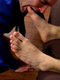 Video: cole money at my friends' feet