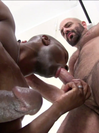 Video: bearded daddy fucked by hung black stud