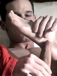 Video: handsome & horny young man beating off