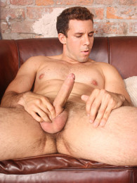 Video: straight and gorgeous Argentinian guy strokes his cock