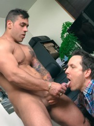Video: Italian Stallion Elio gets head at the office