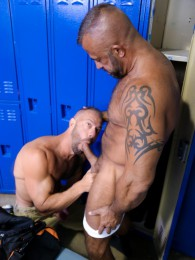 Video: Jon Galt fucks Vic Rocco in locker room