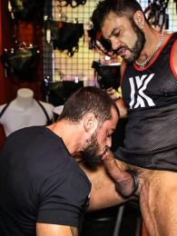 Video: Big muscle Hunk Rogan Richards fucks david avila
