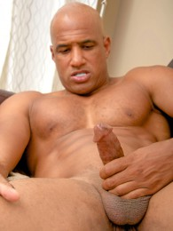 Video: Sexy Bald Muscle Hunk Beating Off