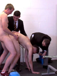Video: Posh boys fuck the loser