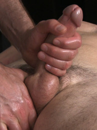 Video: glen's first happy-ending massage at spunkworthy