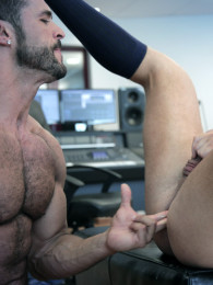 Video: DENIS VEGA & LOGAN MOORE fuck at men at play