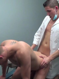 Video: Patient gets fucked by his young dentist