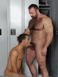 Video: Athlete Trelino gets fucked by hairy man Brad Kalvo
